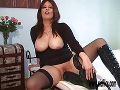 Mature amateur gigantic dildo penetration