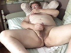 Wank & Play On The Bed While Wishing For Bareback