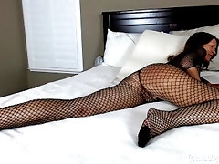 Early Video Jess Ryan Fun In Fishnets On The Bed Sexy Mom
