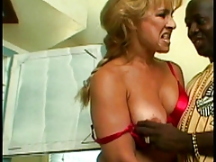 Black dude bangs a hot MILF