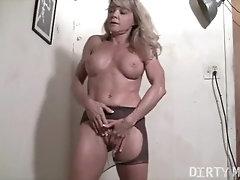 Mature Female Bodybuilder Rips Pantyhose Masturbates