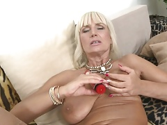 Mature GILF MILF sex bomb mother Roxanna