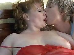 سابت ابنها ينكها علي السرير مترجمarab2sex.com