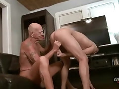 Wrinkly old Grandpa fucks a smooth young jock