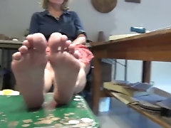 MATURE Blonde showcase her soles