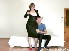 Fat mature woman gets her pussy gaped, fingered and fucked by young stud 4K