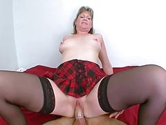 Mature se fait enculer en cachette de son mari !!