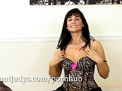 Lelani Tizzie gets down on a black dildo