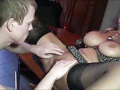 Stiefmutter mit sehr grosen Titten fickt ihren Stiefsohn