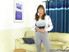 English milf Lelani gets turned on in fitness outfit