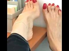 Mature @FeetKaty