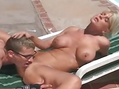 Matura in piscina + giovane