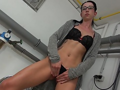German kinky mom Stella fisting her hungry cunt