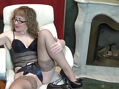 Mature Molly teasing with her nyloned feet