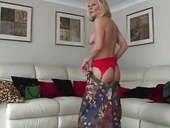 BLONDE MATURE CARESS HER SHAVE PINK KITTY