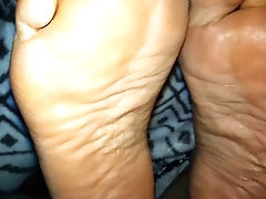 Mature feet ( candid )